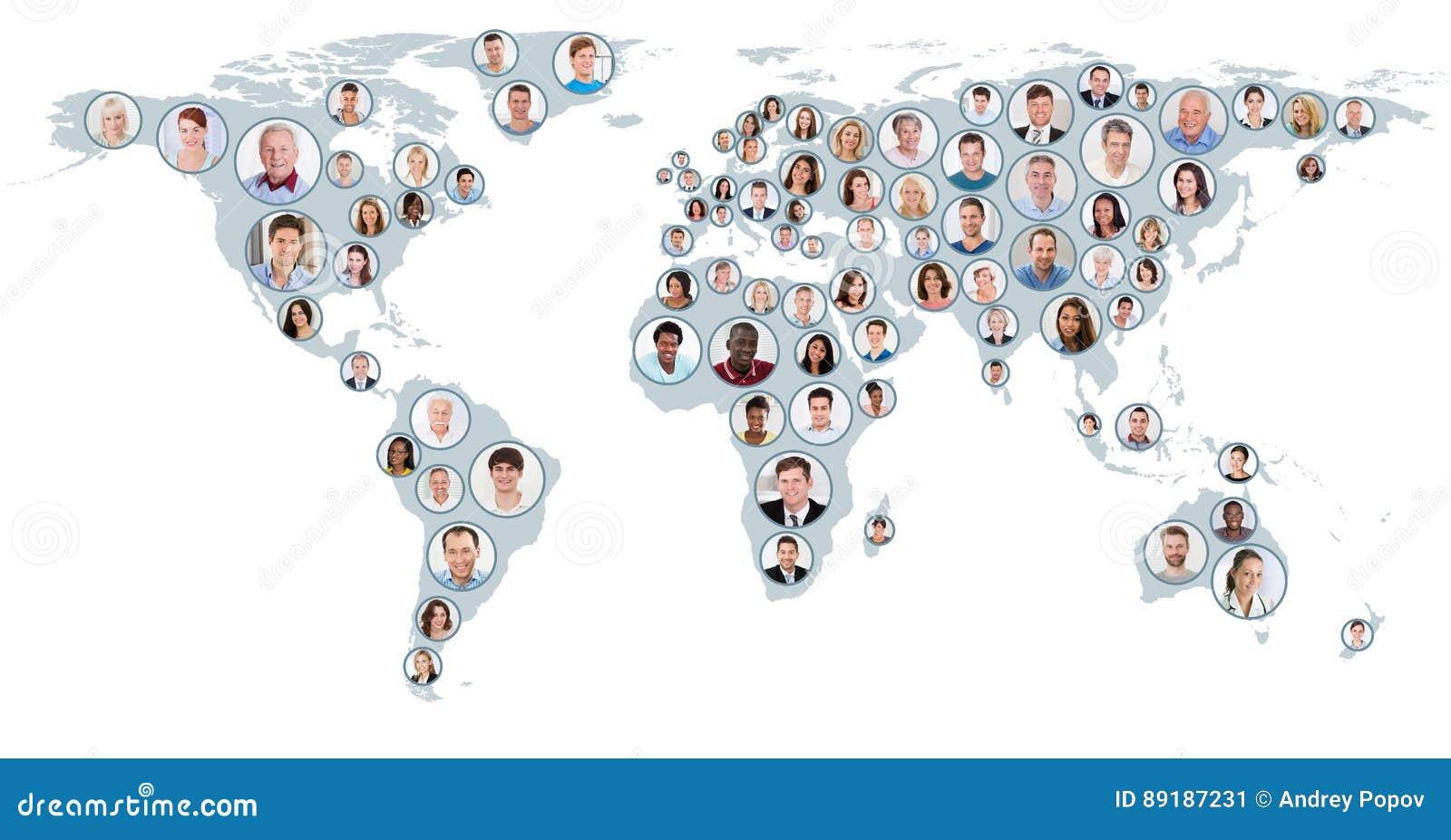 Collage de la gente en mapa del mundo