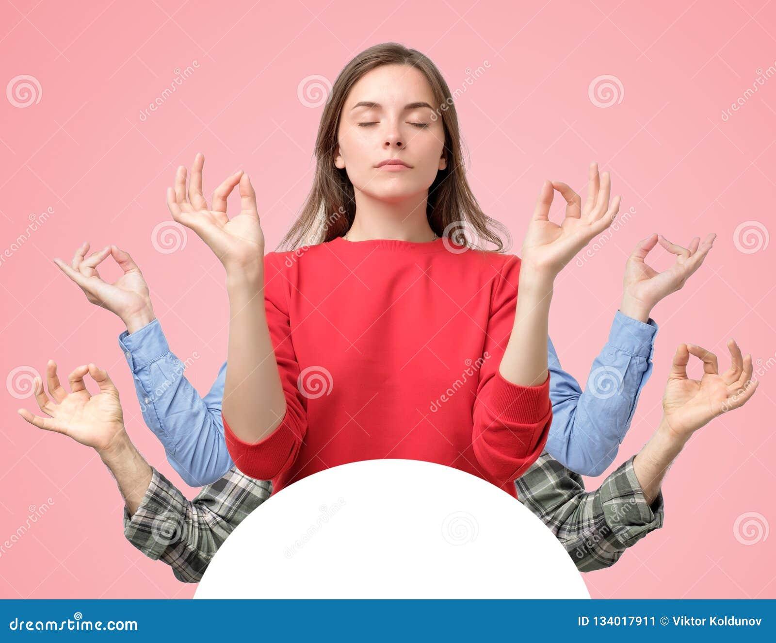 Collage de la mujer y de dos manos de los hombres que intentan relajar meditar con los ojos cerrados