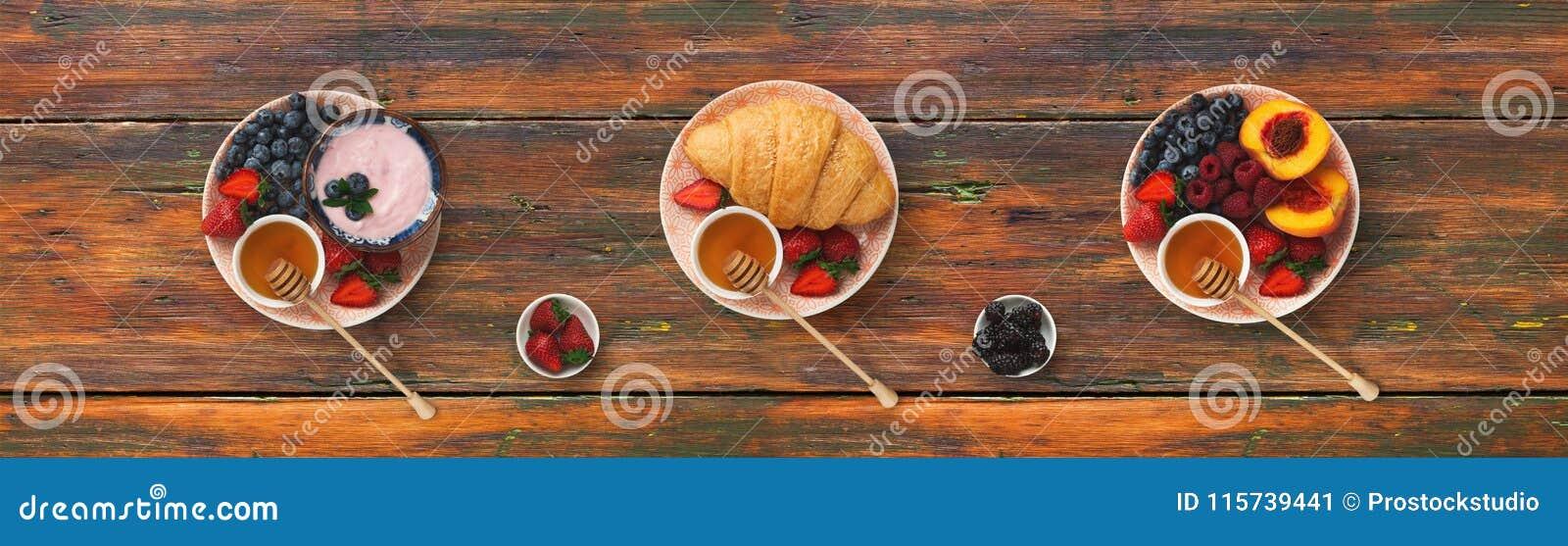 Collage des repas de petit déjeuner sur le fond en bois, vue supérieure