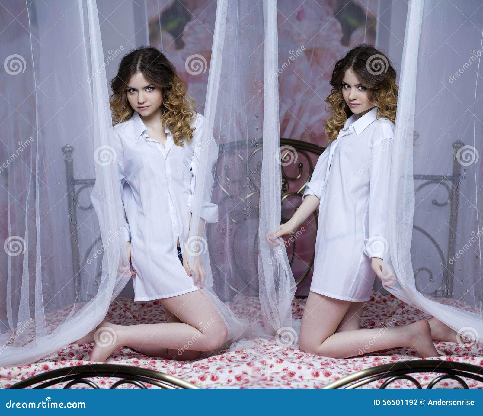 Collage due ragazze sexy belle ragazze bionde sul letto - Ragazze nude a letto ...