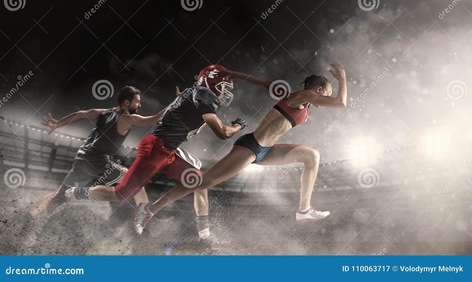 Collage multi de los deportes sobre baloncesto, jugadores de fútbol americano y mujer corriente apta