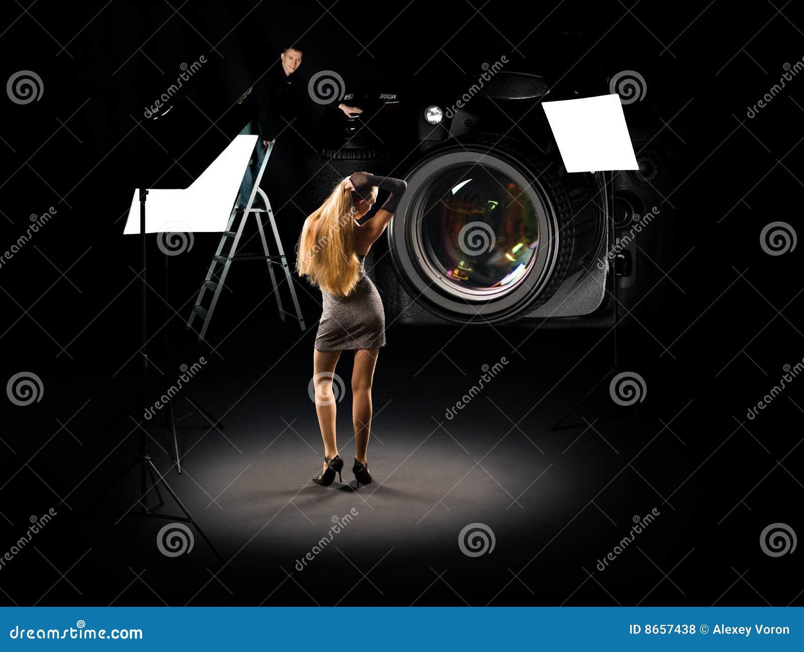Collage plein d humour de photographe et de modèle