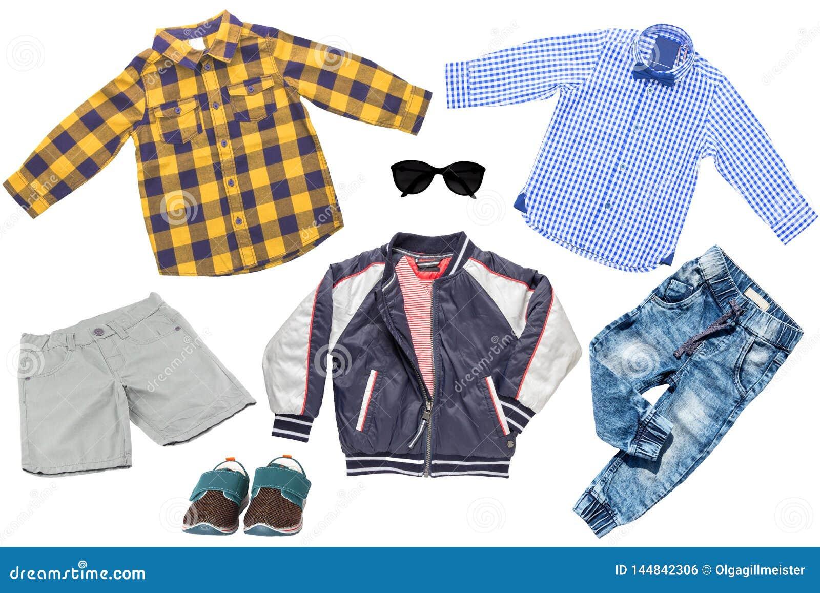 Collagensatz Kinderkleidung Denimjeans oder -hosen, Schuhe, zwei karierte Hemden, Regenjacke und kurze Hosen f?r den Kinderjungen
