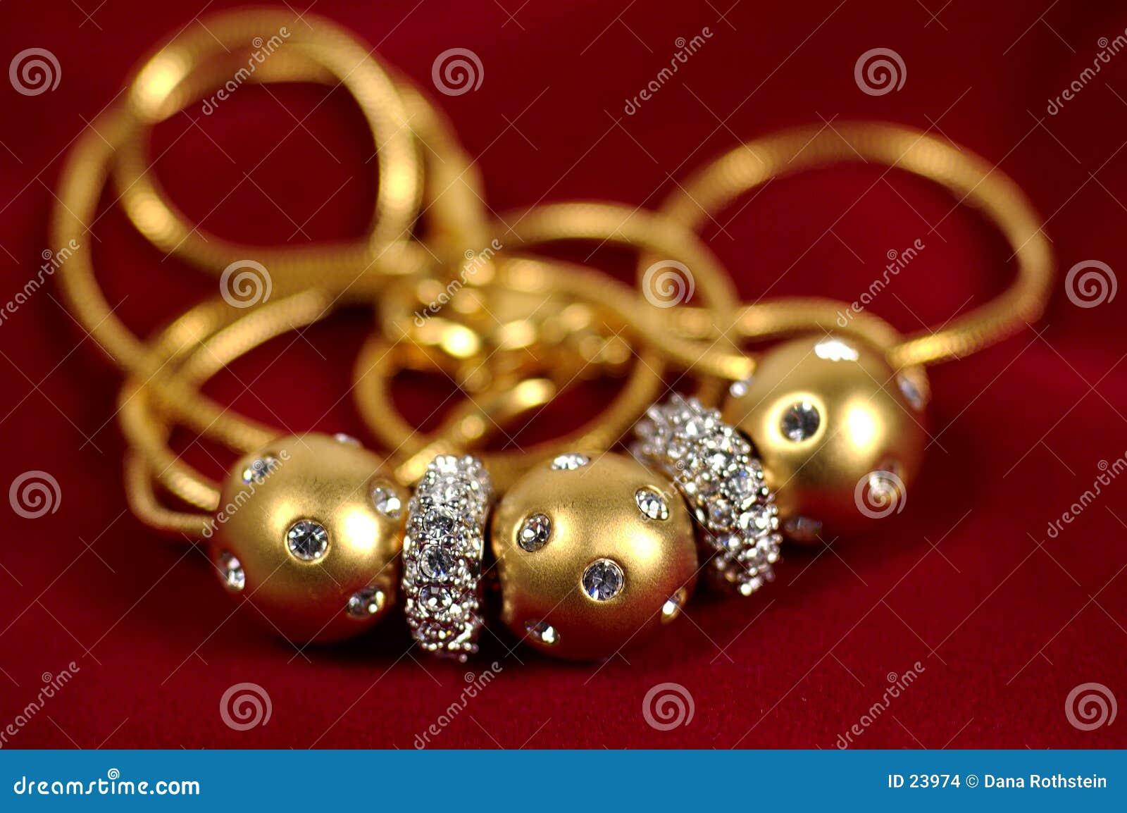 Collar del diamante y del oro
