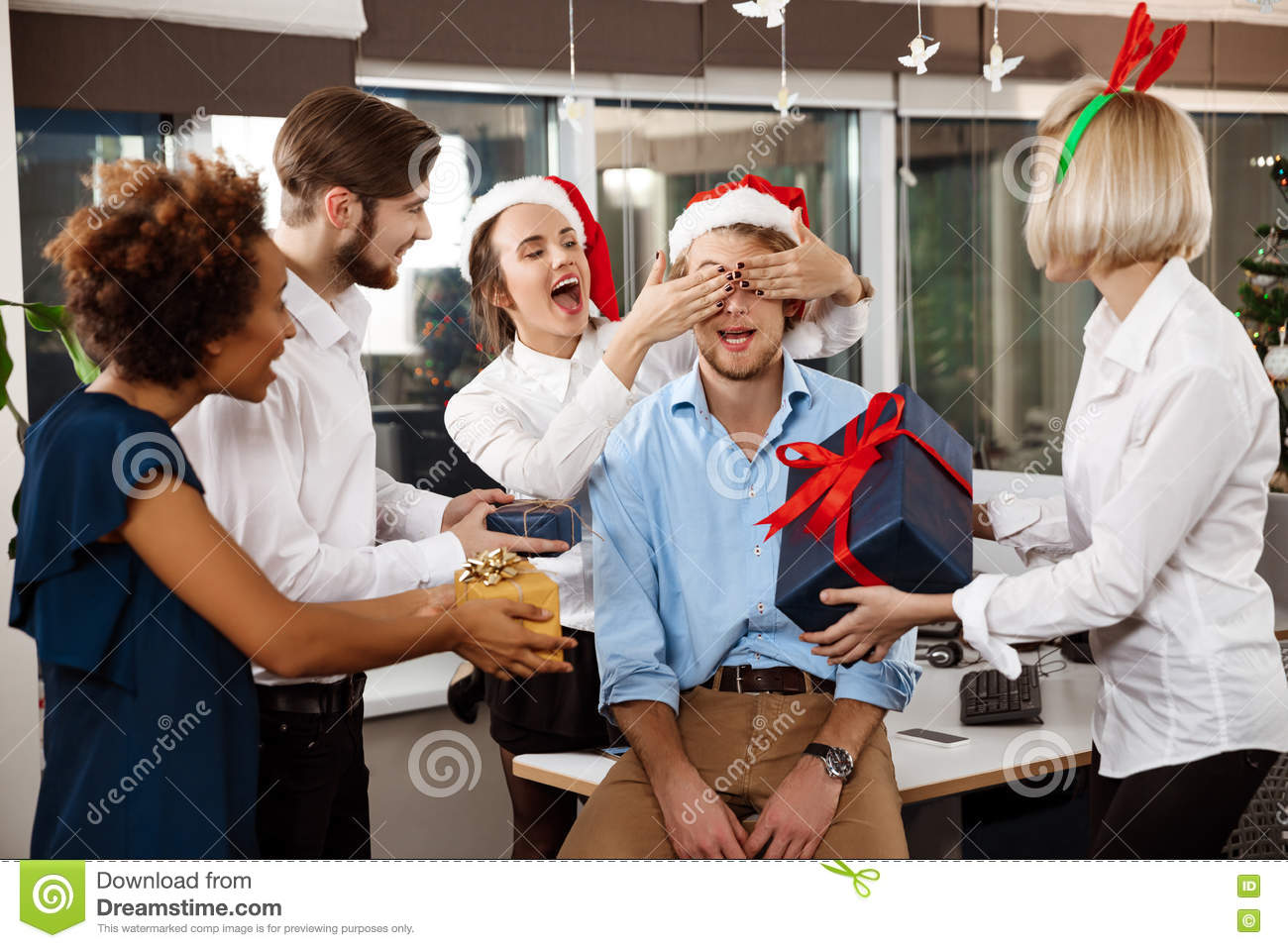 Funny awards office christmas party-8717