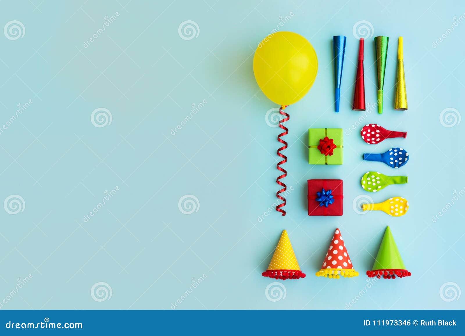 Collection colorée d objets de fête d anniversaire