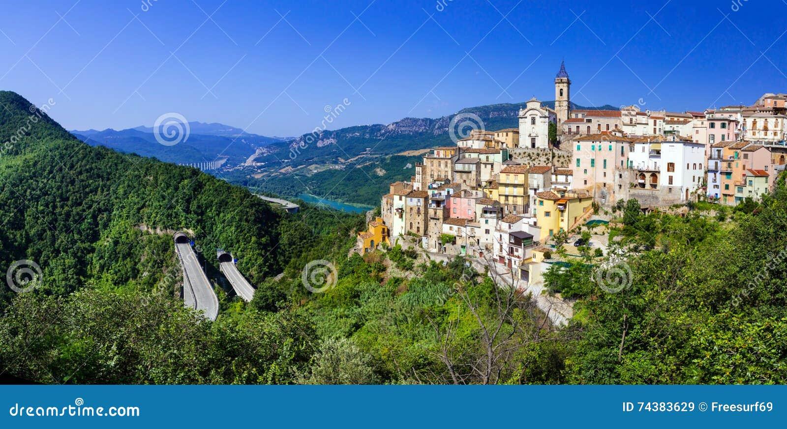 Colledimezzo In Abruzzo, Lago Di Bomba, Italien Stockbild - Bild von ...