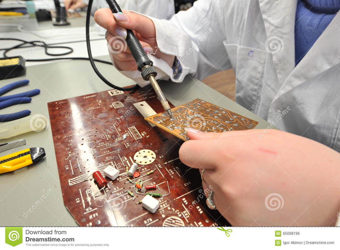 College Students In Electrical Engineering The Classroom Stock For Electric Circuits Learn