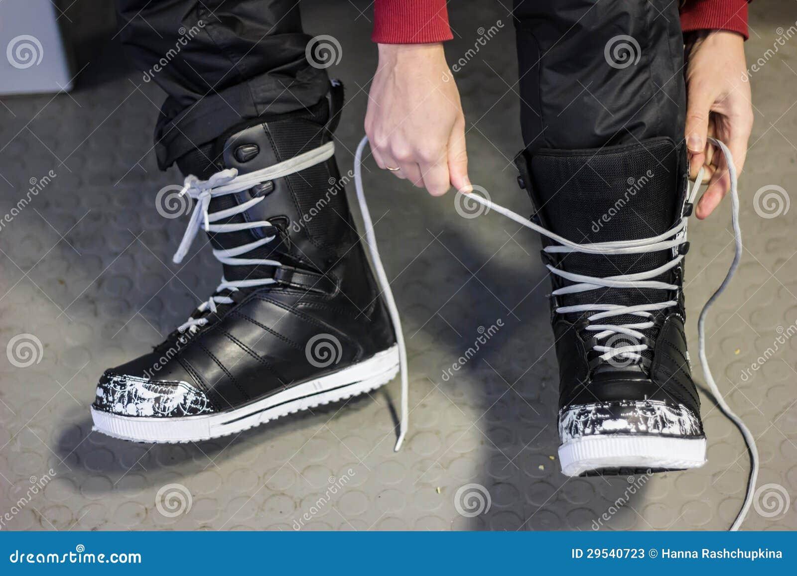 Colocação sobre botas do snowboard