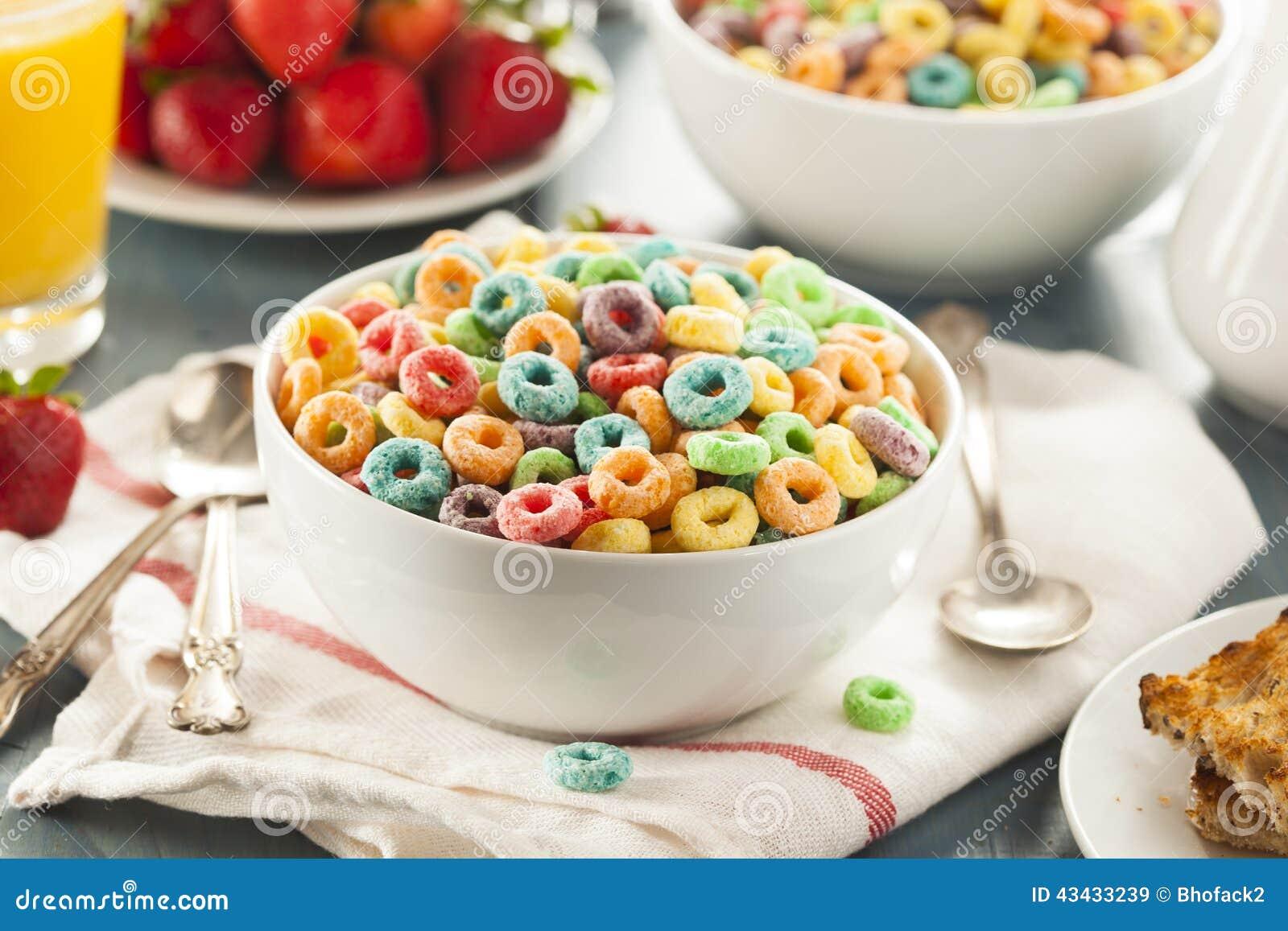 coloful果子在碗的谷物圈.图片