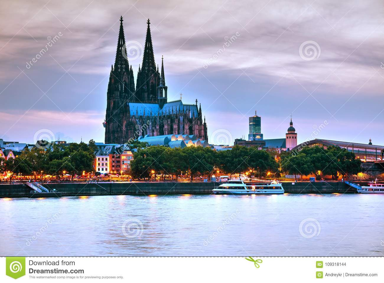 Cologne overview after sunset