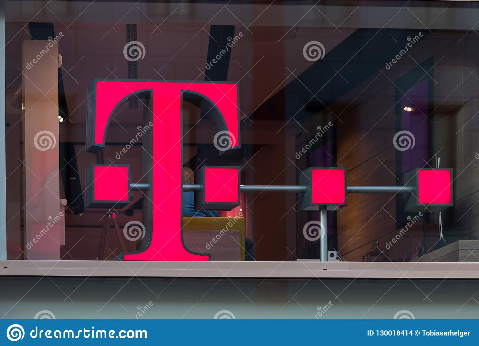 Colonia, Renania settentrionale-Vestfalia/Germania - 17 10 18: Telekom firma dentro Colonia Germania