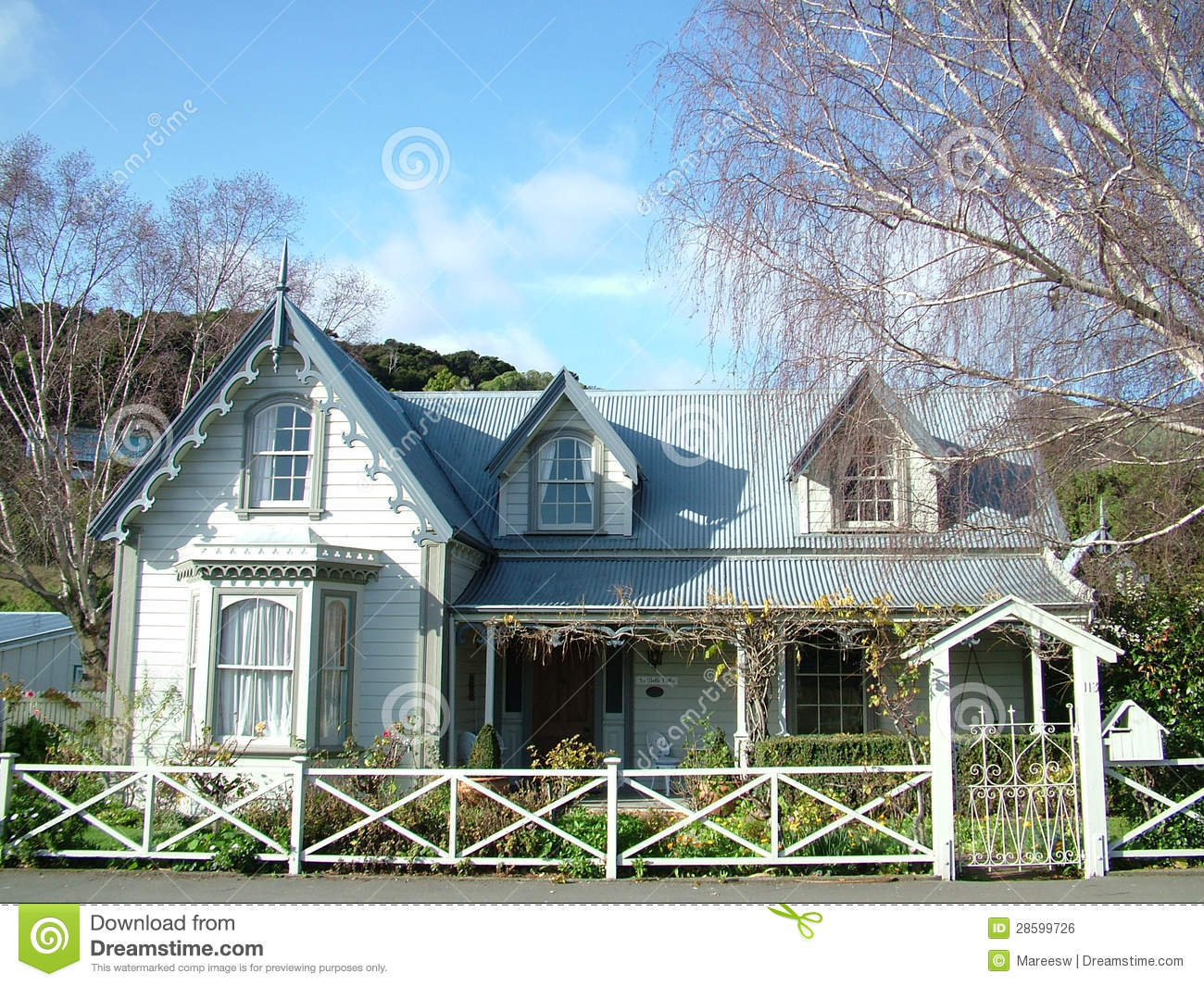Colonial cottage stock photo image of home zealand for Plan maison coloniale