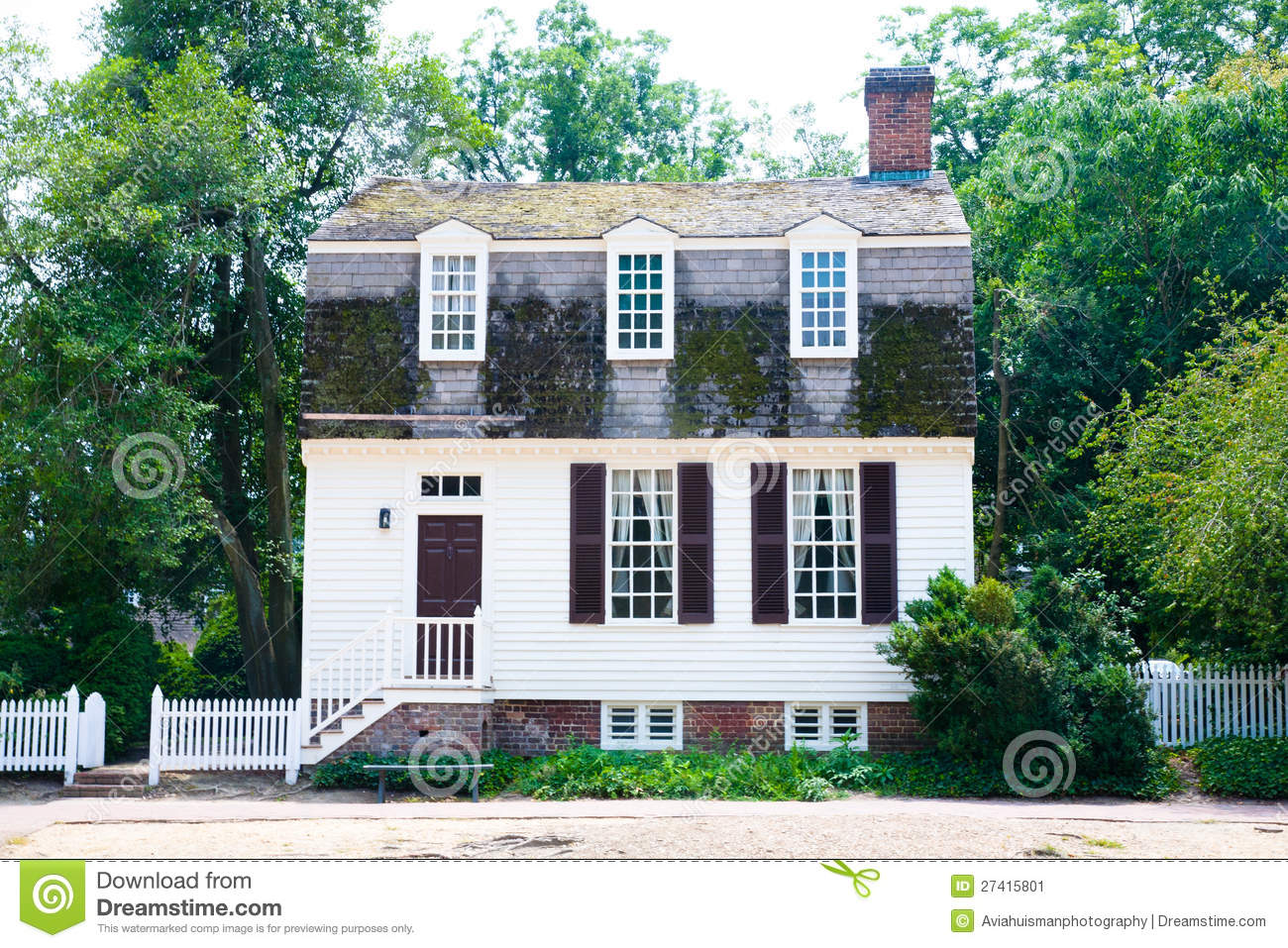 Colonial Cottage Home Stock Image Image Of Architecture
