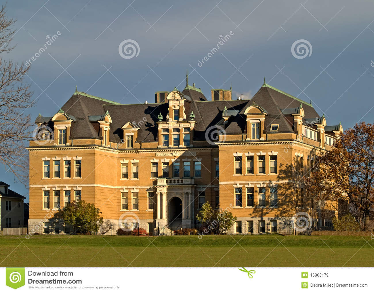 Colonial Style Mansion Stock Image Image Of Sundown 16863179