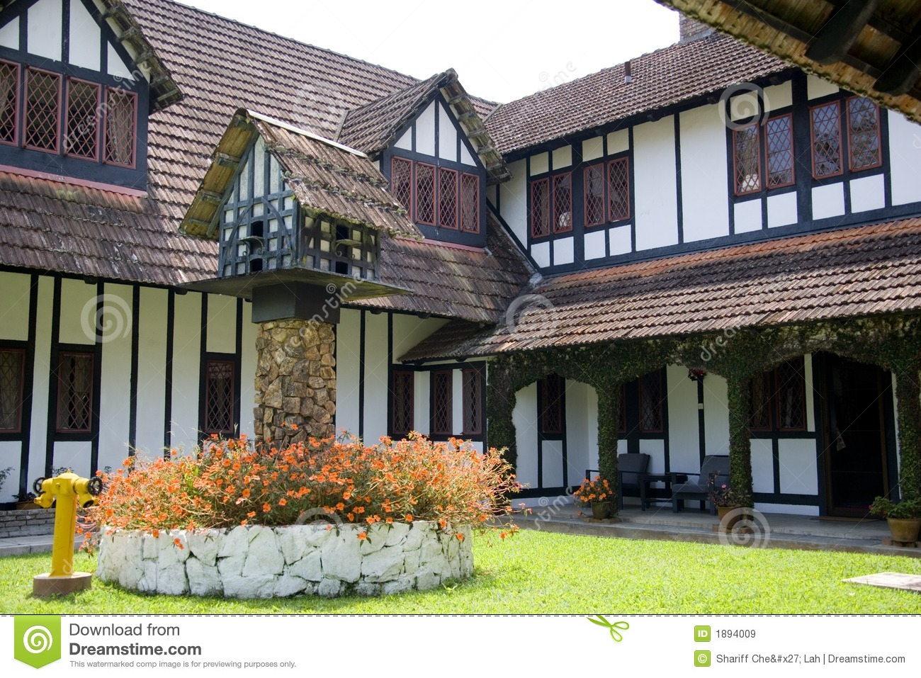 Colonial tudor style mansion royalty free stock images for Tudor colonial style home