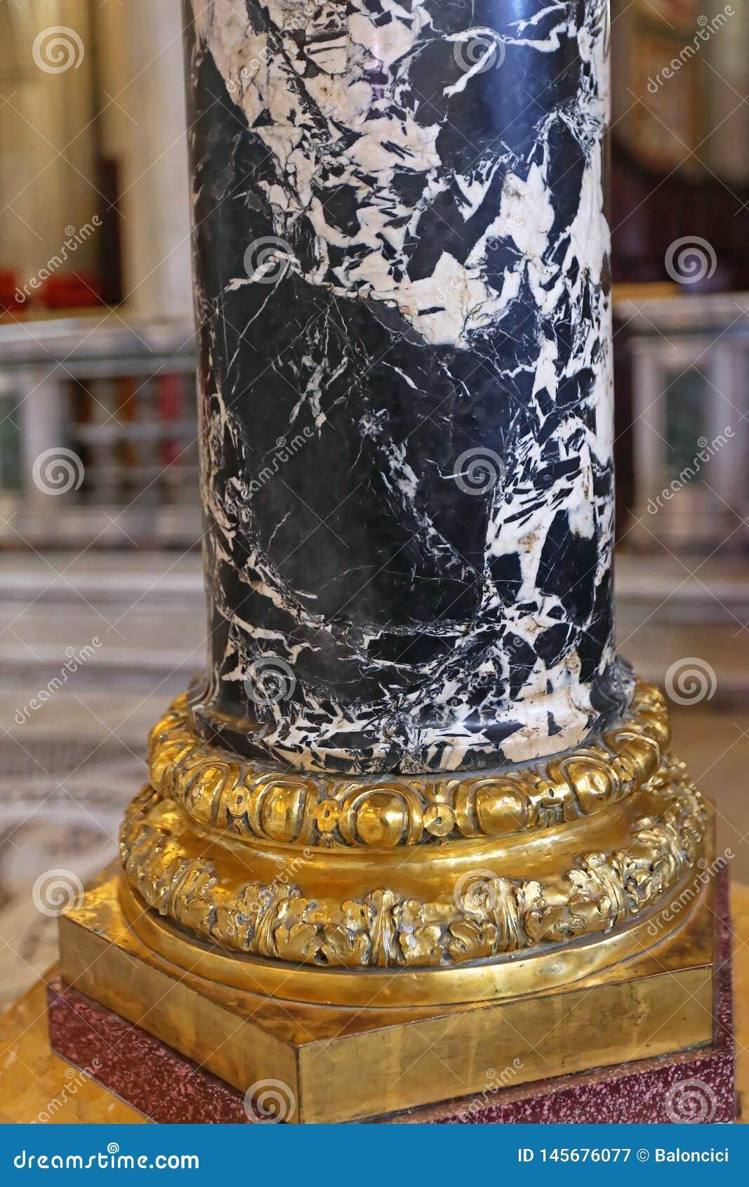 Colonna di marmo