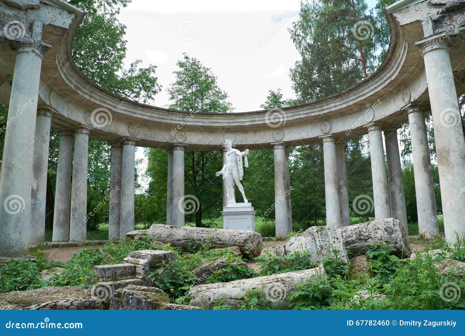 Colonnade d Apollo dans Pavlovsk, St Petersburg