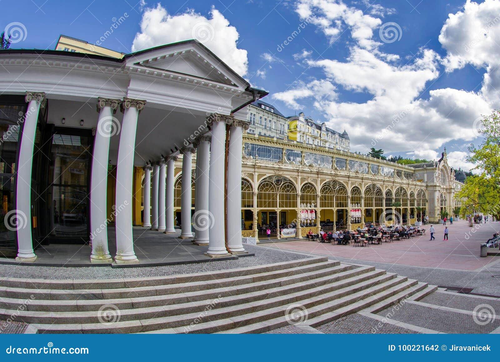 Colonnato principale nella piccola città della Boemia ad ovest Marianske Lazne Marienbad - repubblica Ceca della stazione termale