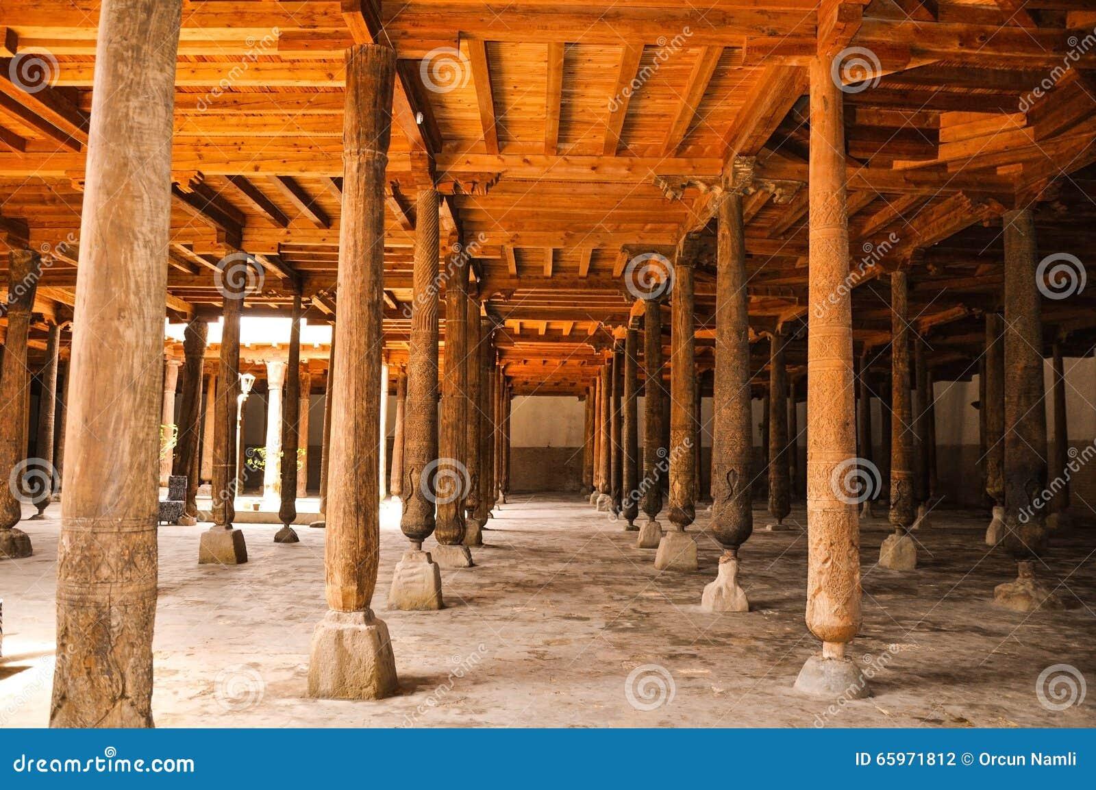 Colonne Di Legno Alla Moschea Di Djuma In Ichan Kala, Khiva ...