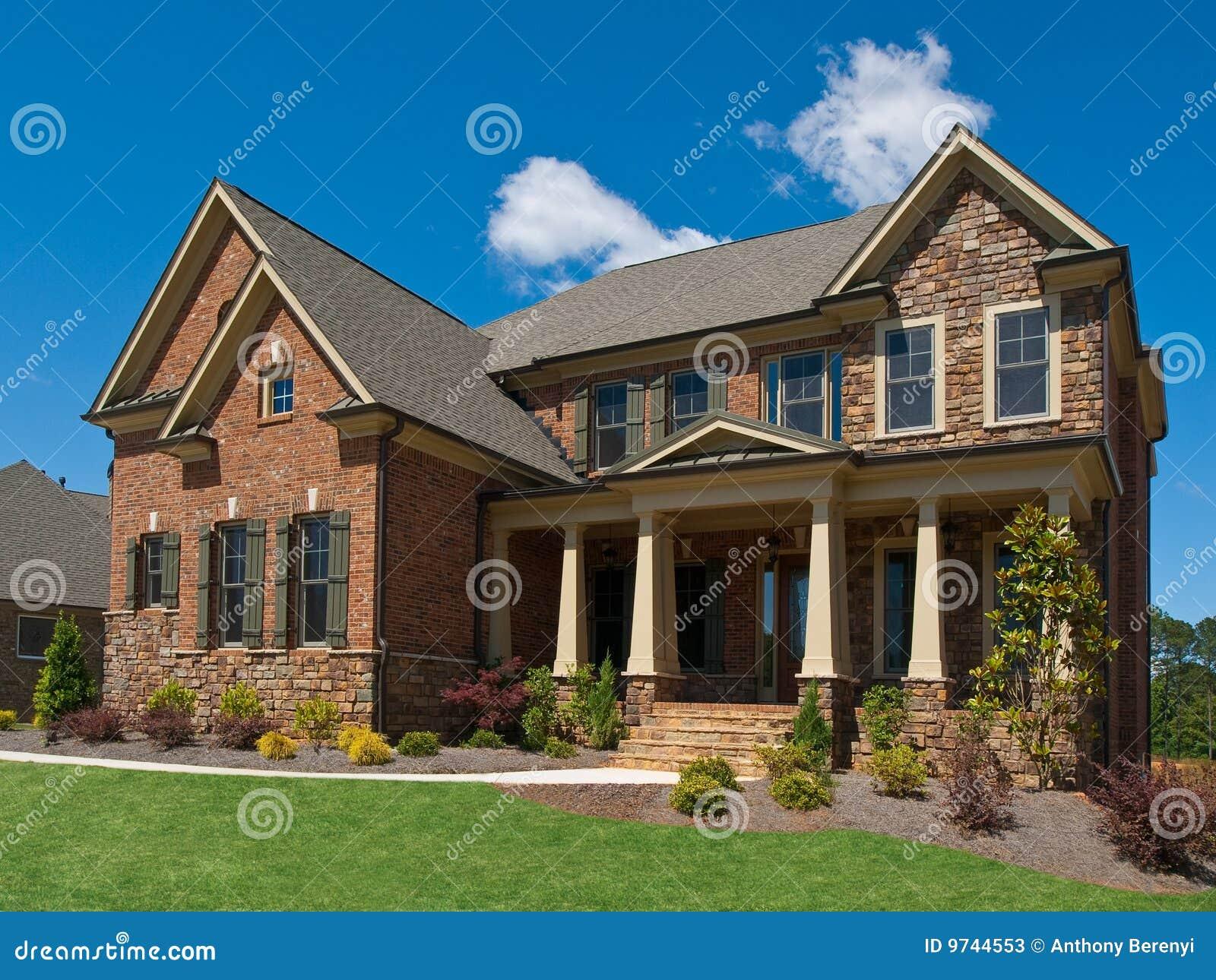 Colonne esterne di vista laterale della casa di lusso di for Planimetrie della casa di gambrel