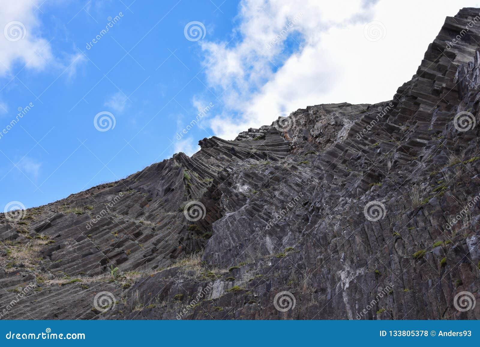 Colonnes de basalte à Porto Santo, 43 kilomètres outre de la Madère, Portugal