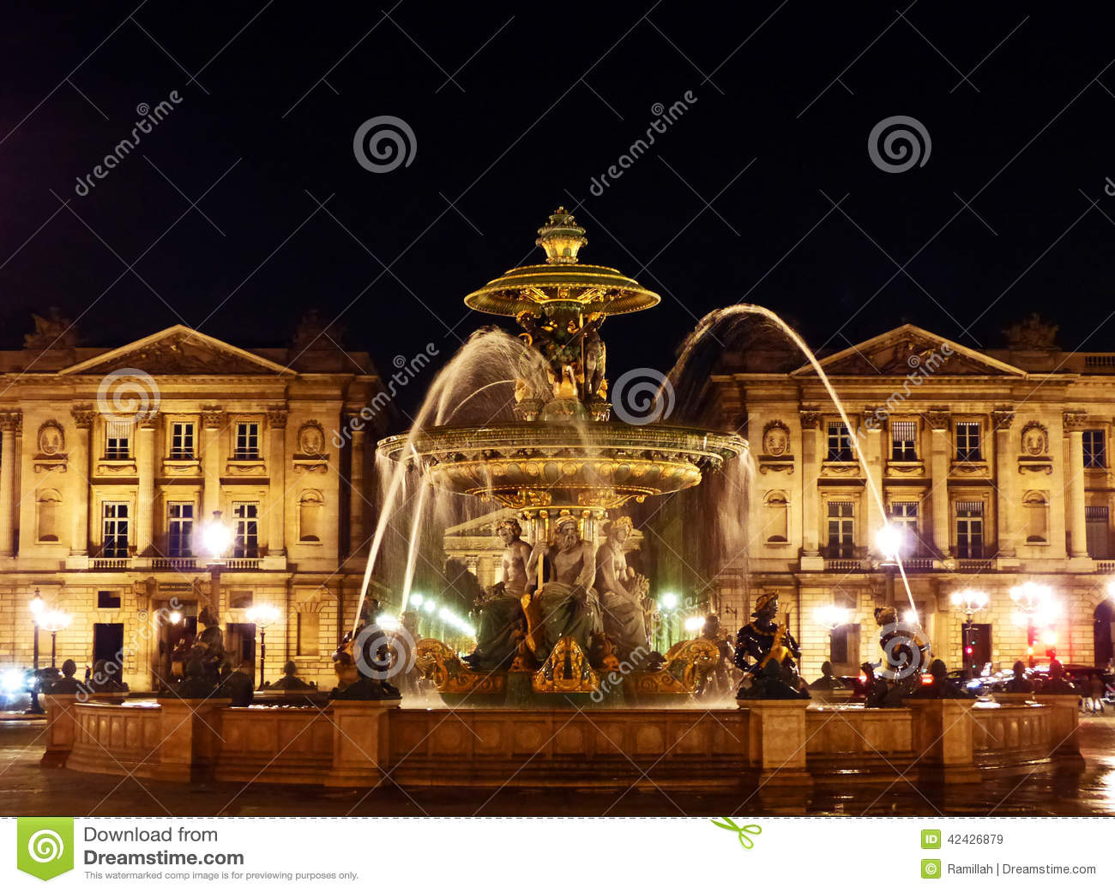 Coloque el la Concorde Fountain de en París en la medianoche