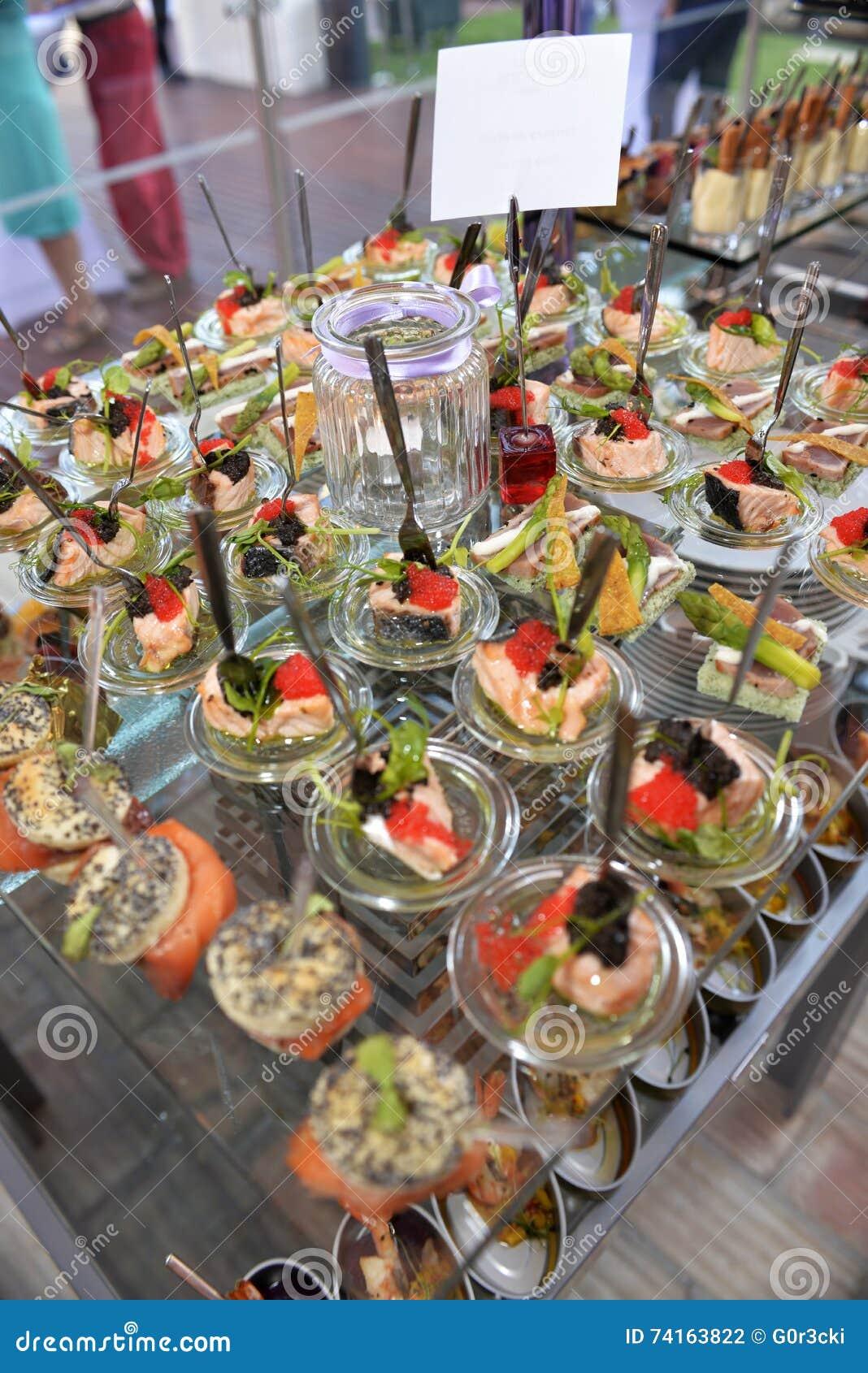 Coloré et beau amusez-Bouches, nourriture de taille d une morsure