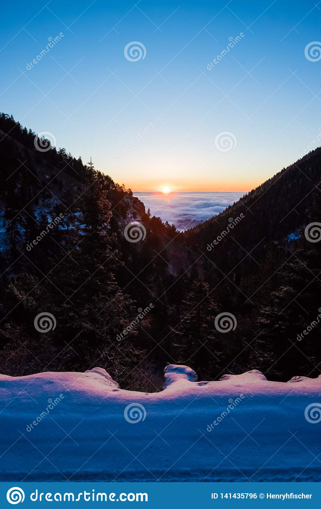 Colorado soluppgång i en dal