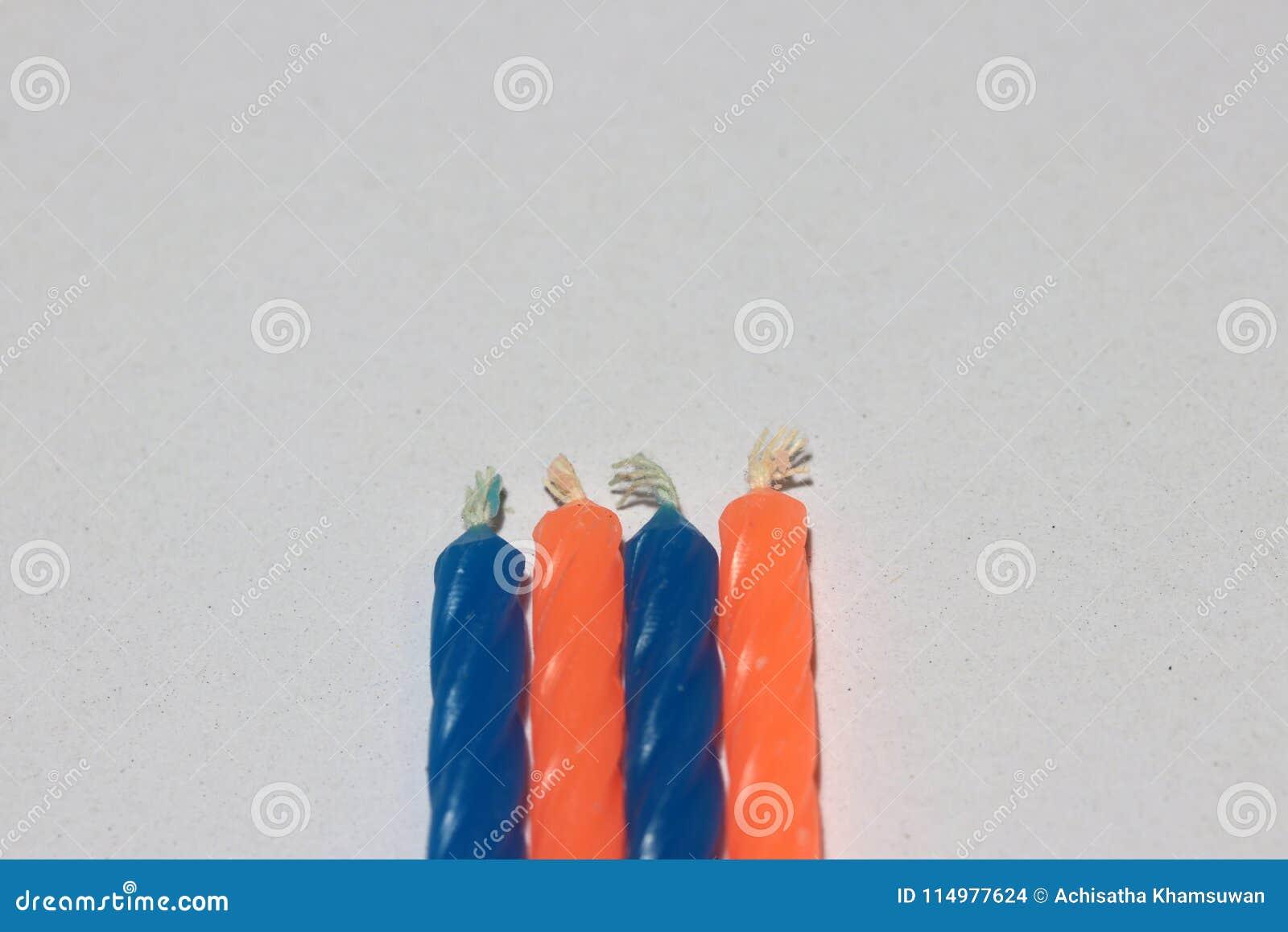 Il Colore Delle Candele.Colore Blu Ed Arancio Delle Candele Di Compleanno Su Fondo