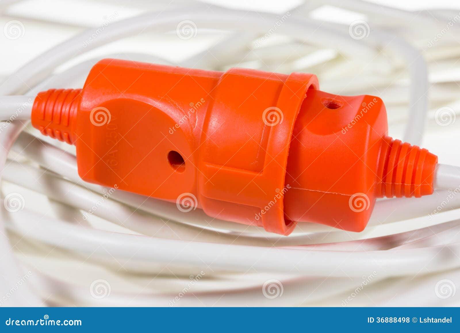 Download Colore Rosso Dell'incavo E Della Spina Elettrica Sui Cavi Bianchi Fotografia Stock - Immagine di gemellato, collegamento: 36888498