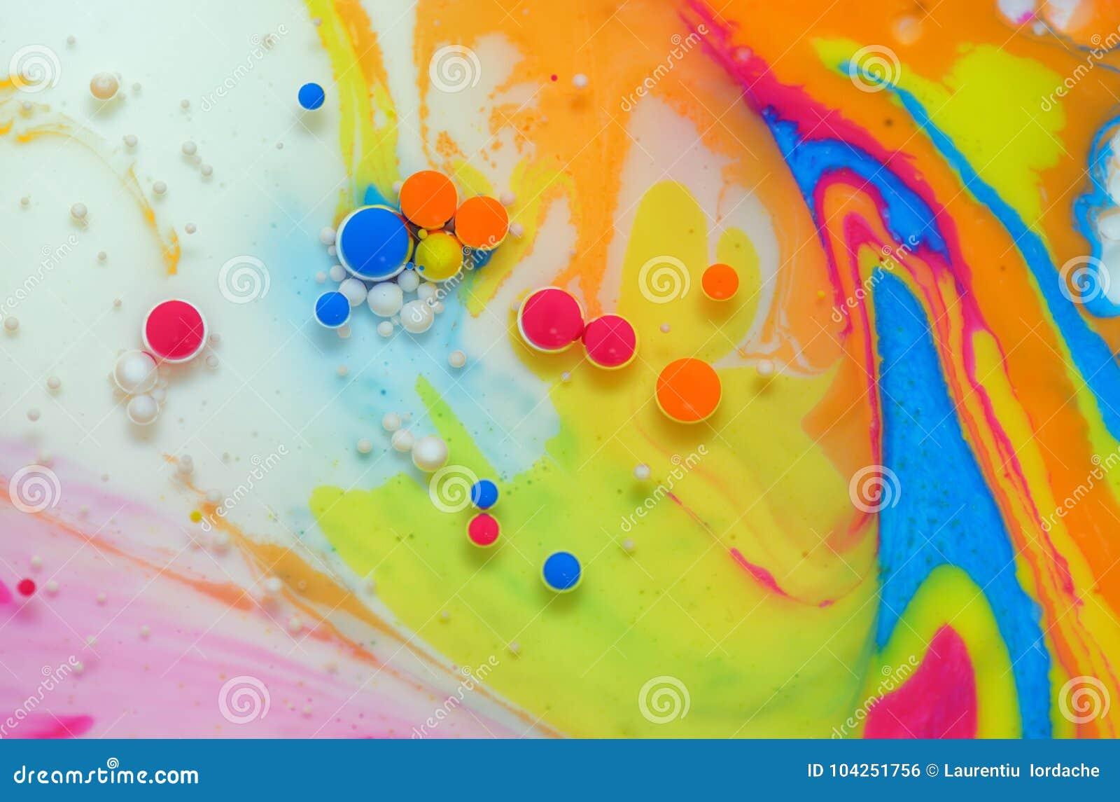 Colores creados por el aceite y la pintura