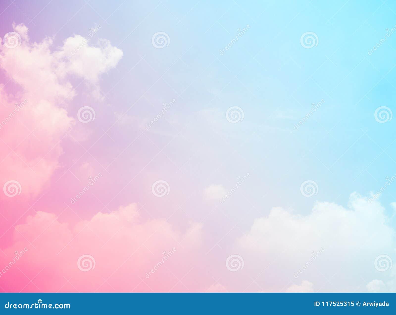 Colores rosados y azules del cielo gra abstracto de la luz de la falta de definición del fondo del cielo
