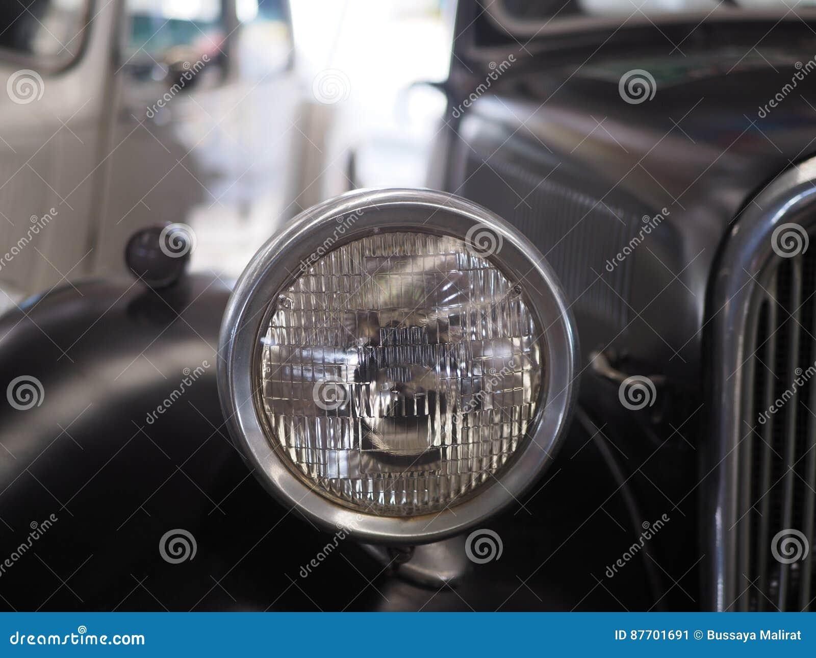 Colorez le détail sur le phare d une voiture de vintage