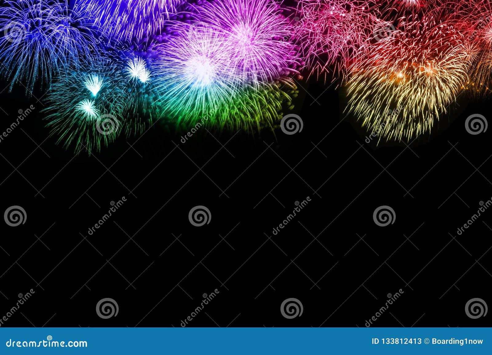 Colorfu космоса экземпляра copyspace предпосылки фейерверков Новогодней ночи