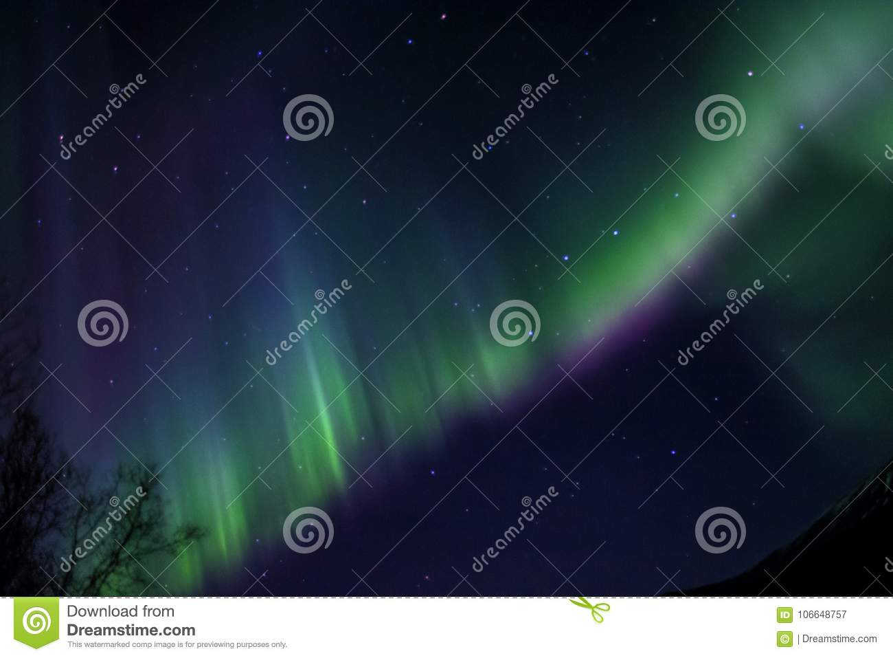 COLORFUL AURORA IN THE ARCTIC SKY