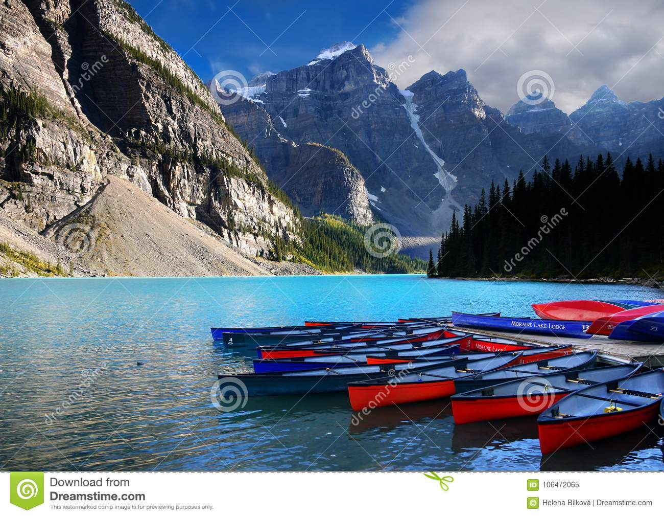 Moraine Lake Boats Banff Np Canada Editorial Image Image