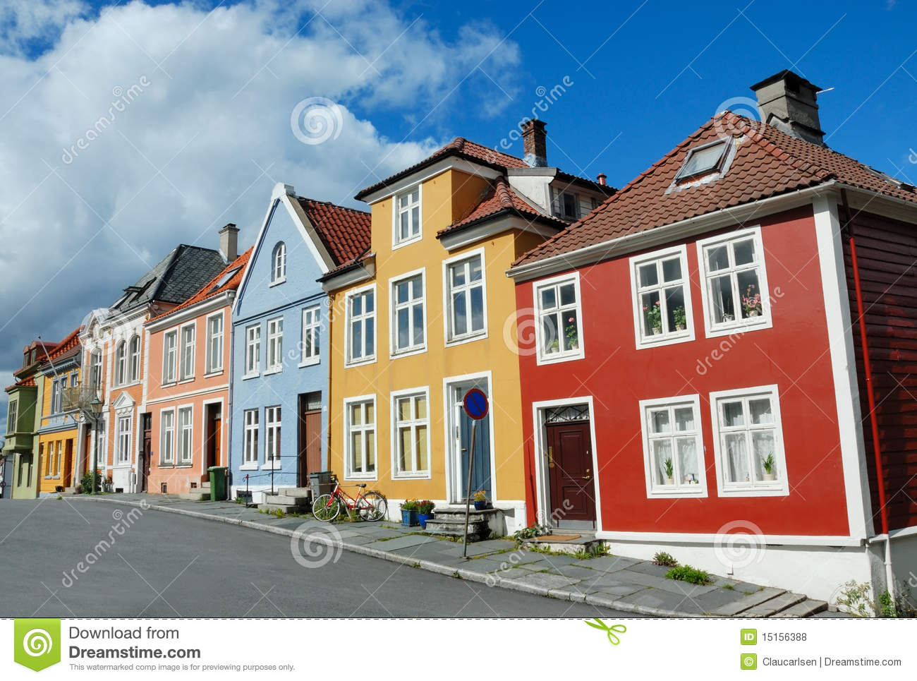 Colorful houses in bergen norway royalty free stock photos for Casas en noruega