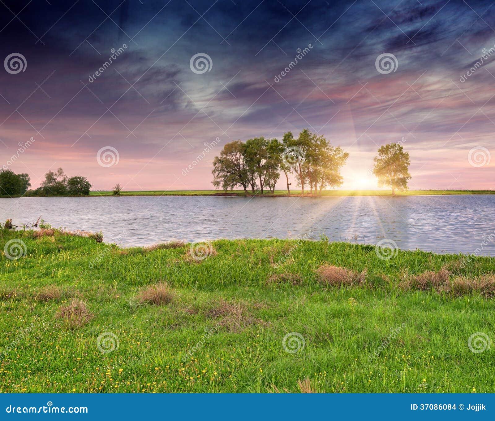 Download Colorfull Lata Wschodu Słońca Ower Rzeka. Zdjęcie Stock - Obraz złożonej z plenerowy, naturalny: 37086084