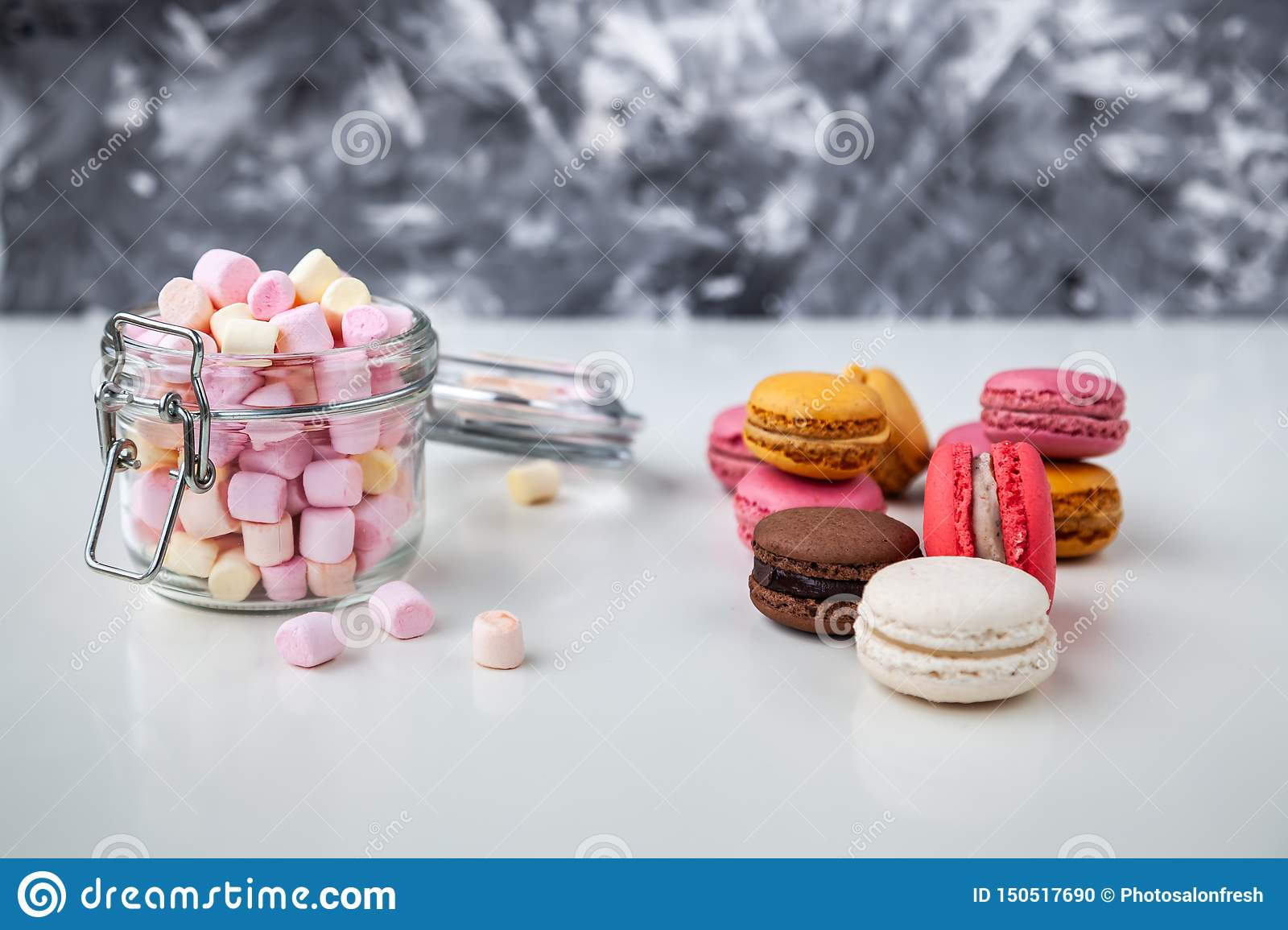 Colorfull macaroons z marshmelows