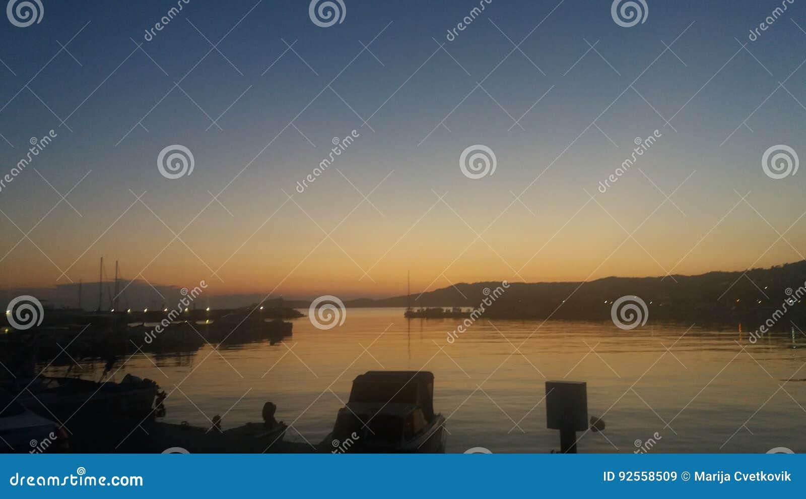 Colori della sera del cielo del mare