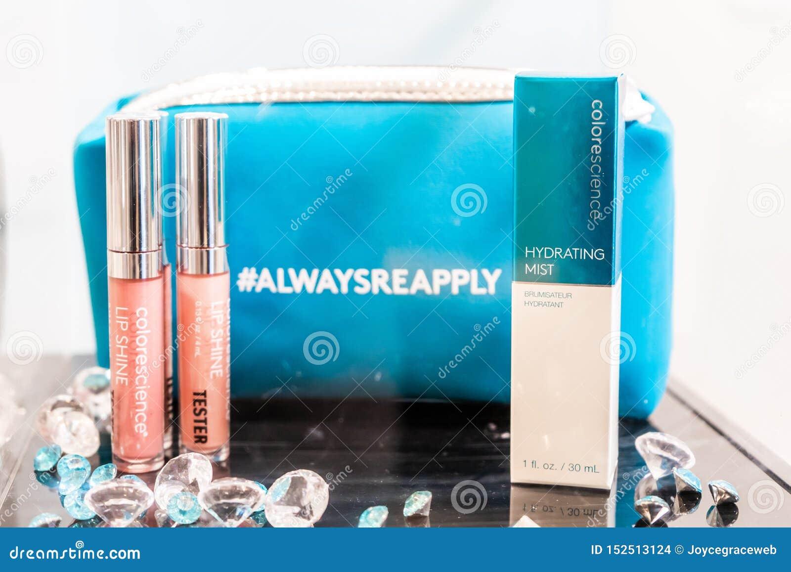 Colorscience που μαρκάρεται makeup στη συσκευασία, με τον ελεγκτή και makeup την τσάντα Παρουσιασμένος στην επίδειξη ως εξάρτηση