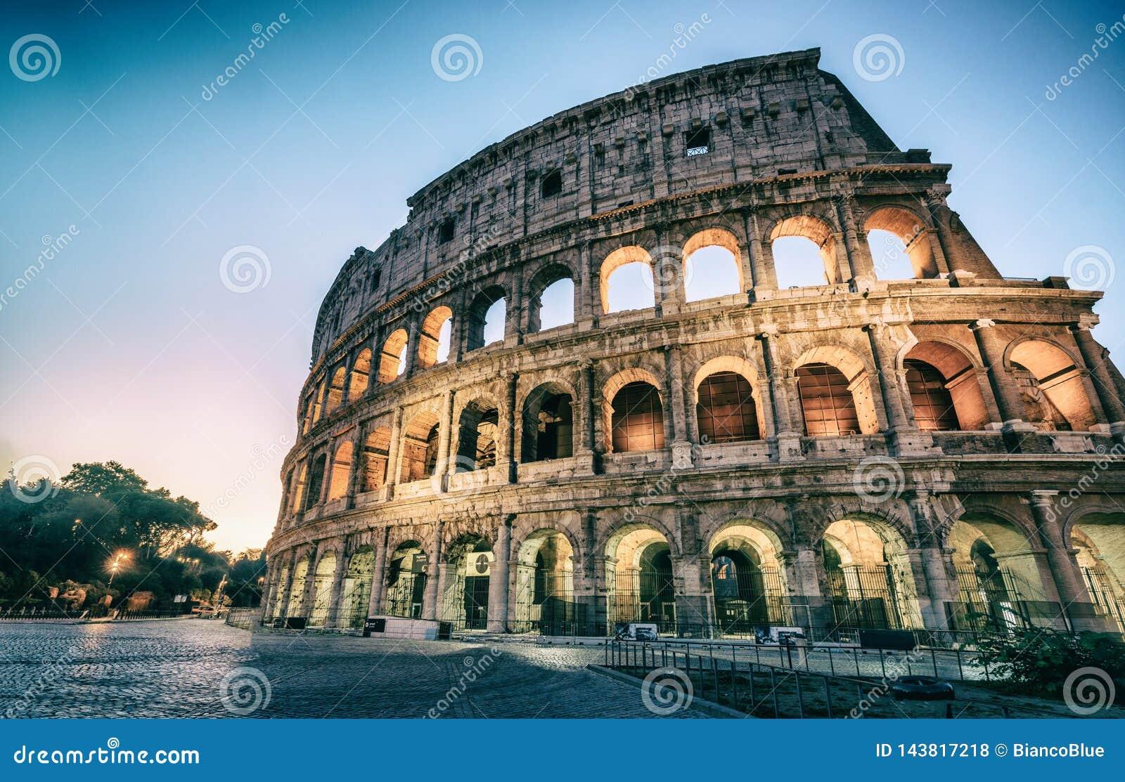 Colosseum à Rome, Italie la nuit