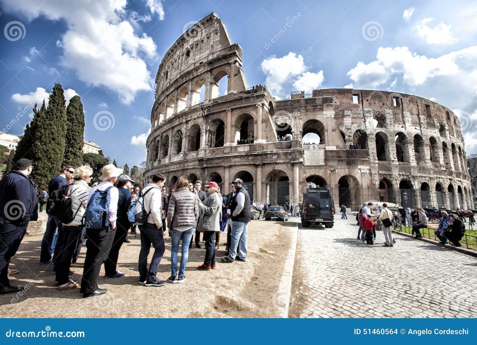 Colosseum известная Италия большинств взгляд rome места Группа туристов люди толпы HDR
