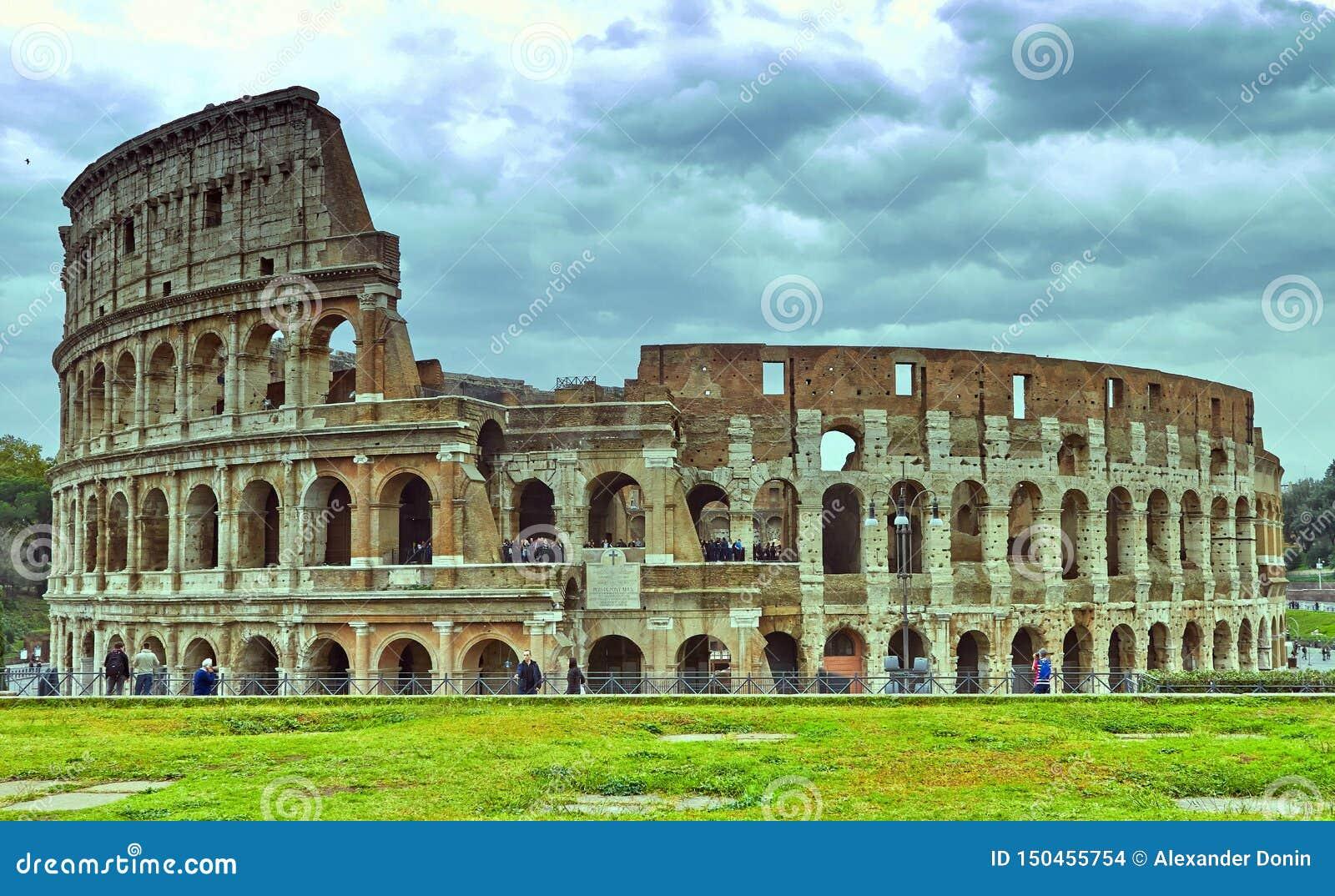 Colosseum em Roma, Italy Roman Colosseum antigo ? uma das atra??es tur?sticas principais em Europa