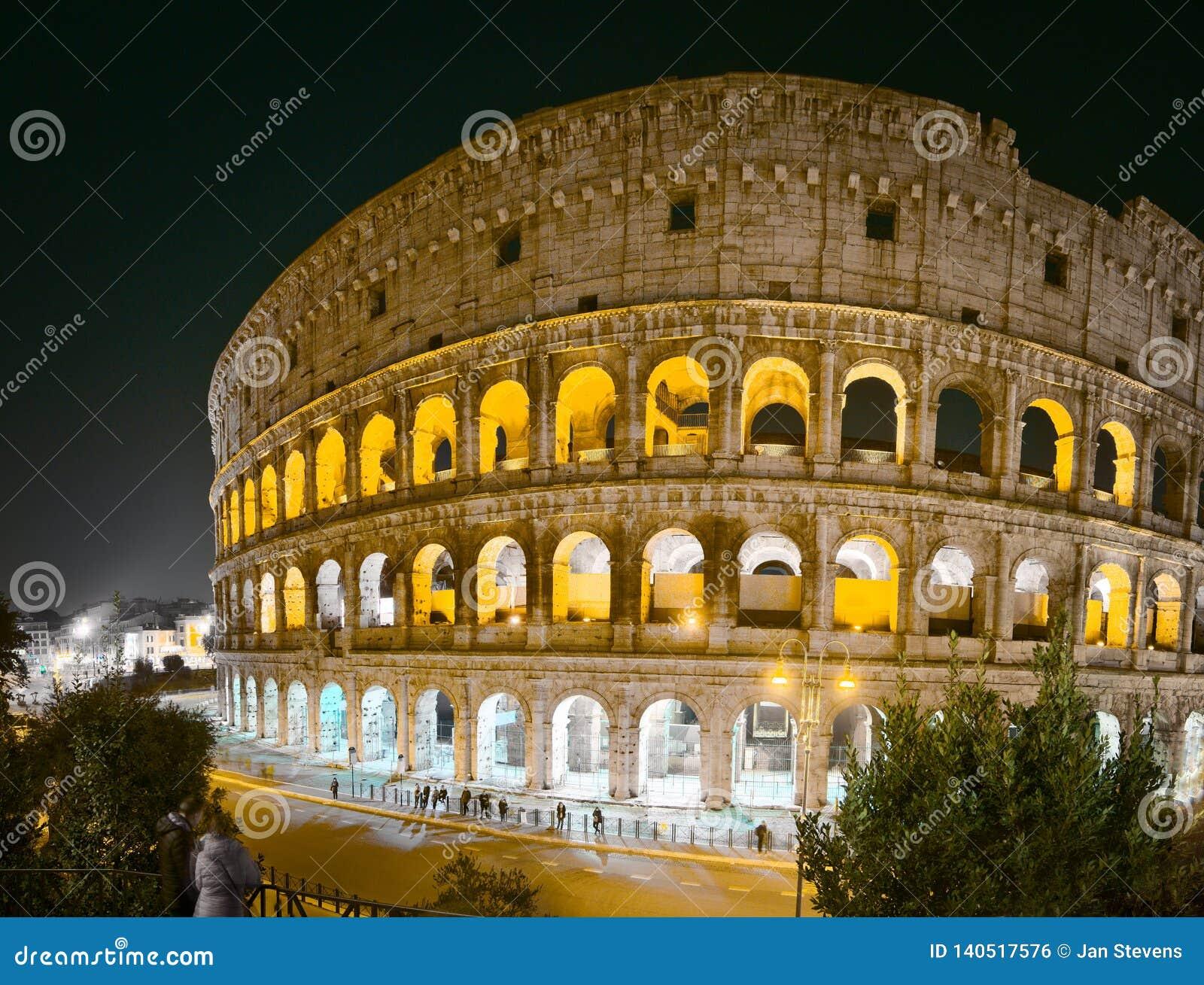 Colosseum i Rome på natten