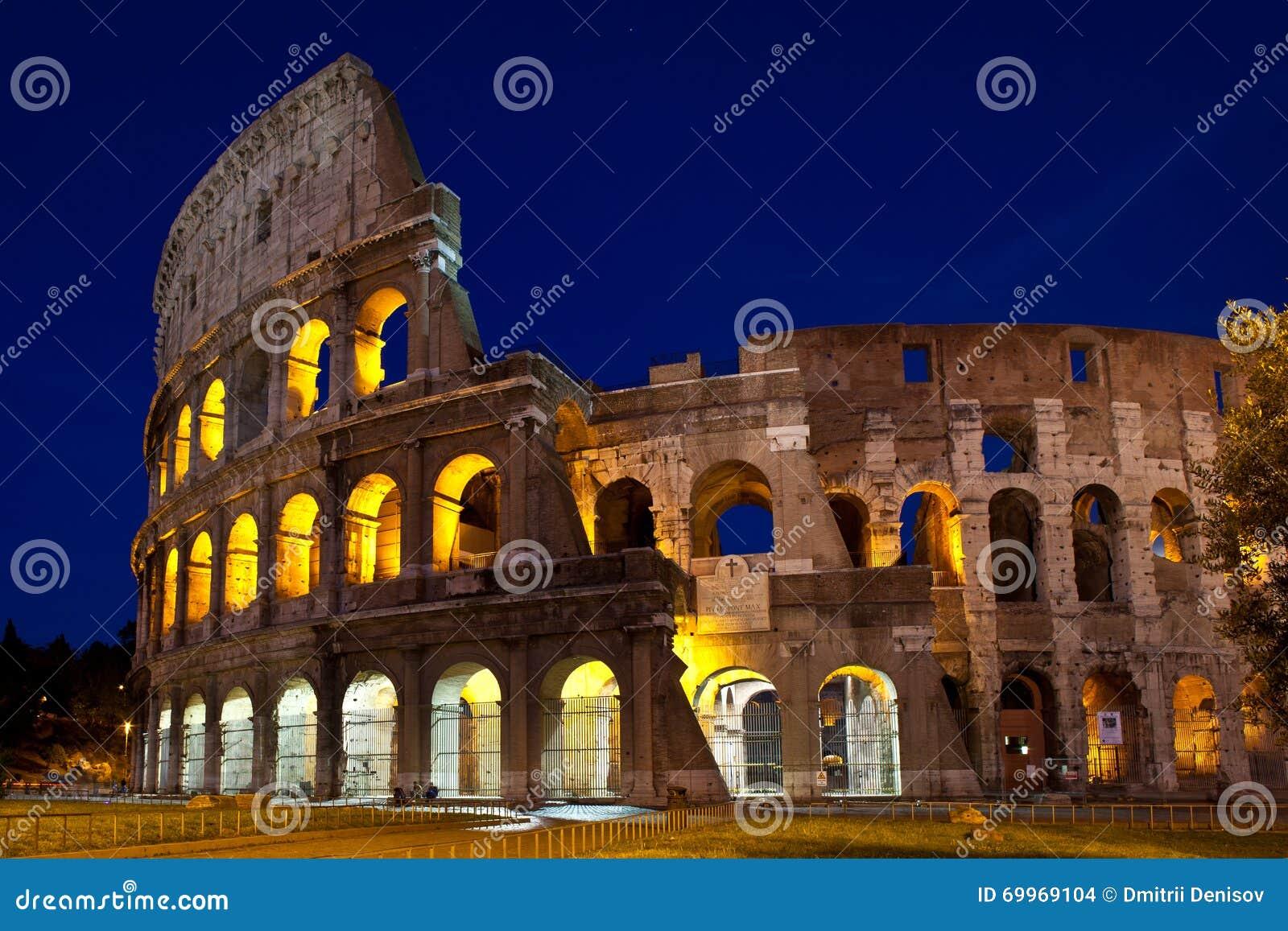 Colosseum przy nocą, Rzym, Włochy