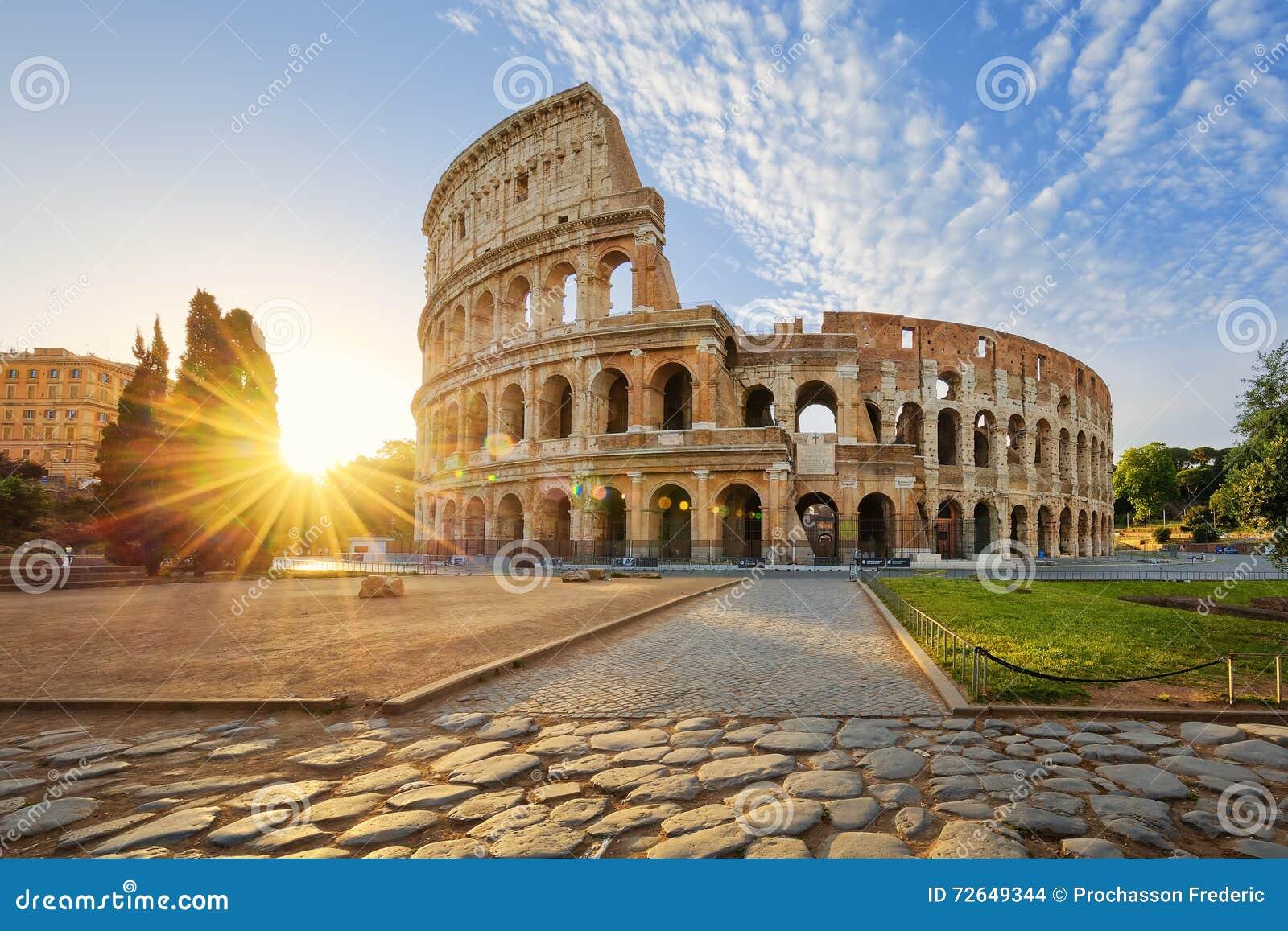 Colosseum a Roma e sole di mattina, Italia
