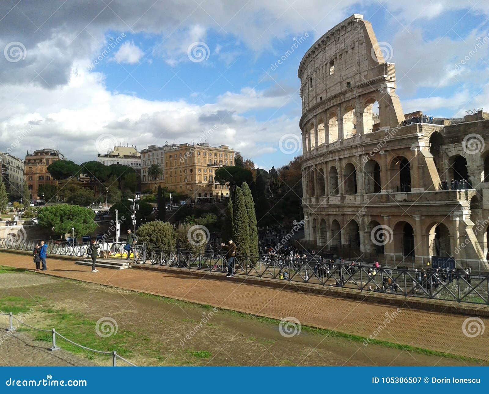 Colosseum roman forum colosseum colosseum punto di for Sito storico