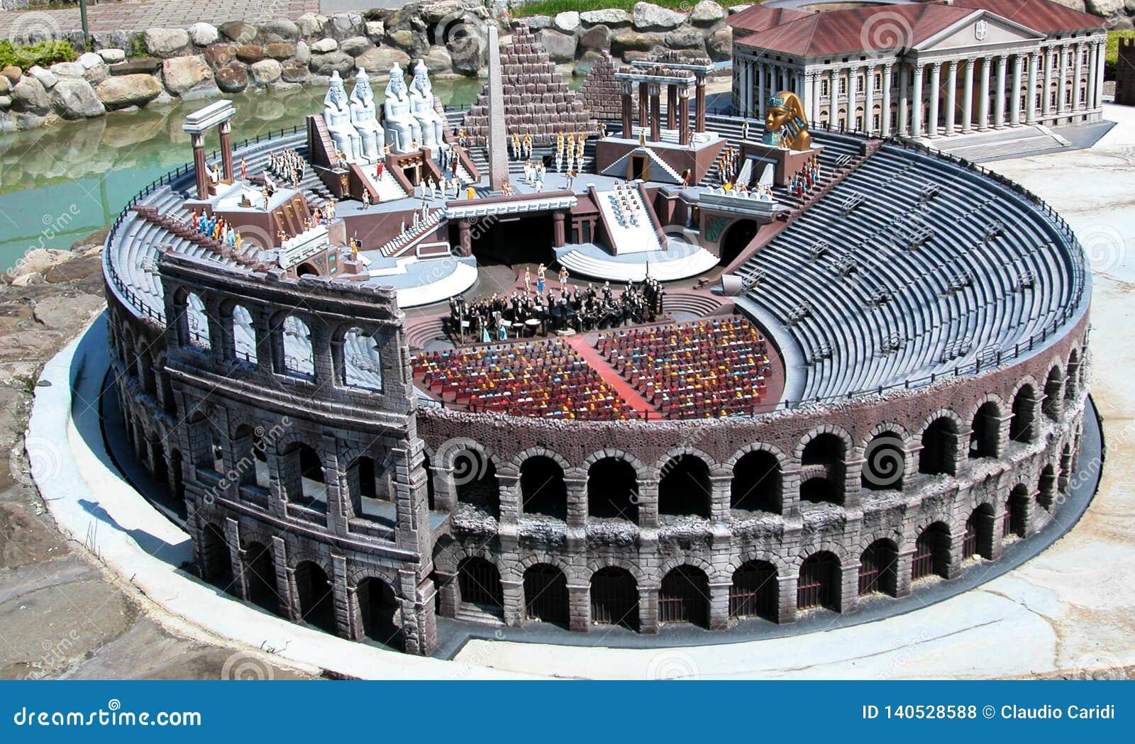 Colosseum Rzym w parku tematycznym «Włochy w miniaturowym «Italia w miniaturze Viserba, Rimini, Włochy